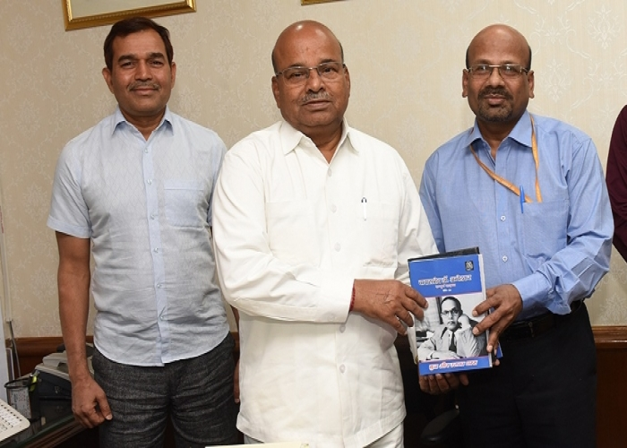 The Chairman of the Foundation and Honourable Minister of SJ&E, Dr. Thaawarchand Gehlot releasing the books in presence of Member Secretary and Director of the Foundation, along with Senior Officers of the Ministry of Social Justice and Empowerment